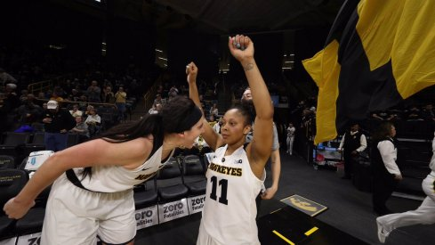 A hot start propelled Iowa to a road victory over Illinois