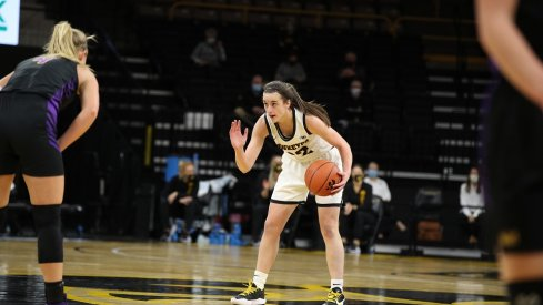 Caitlin Clark scored 27 points and grabbed 8 rebounds in her impressive college debut