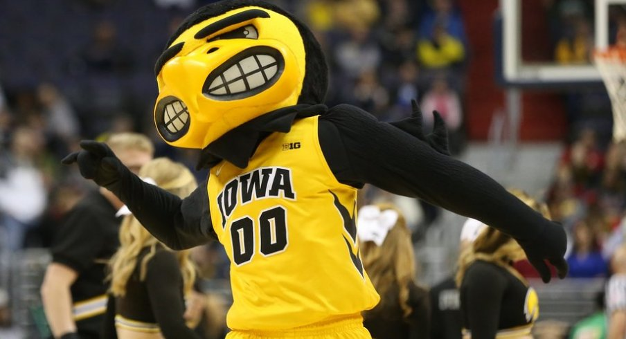 Hoops Herky is ready for action.
