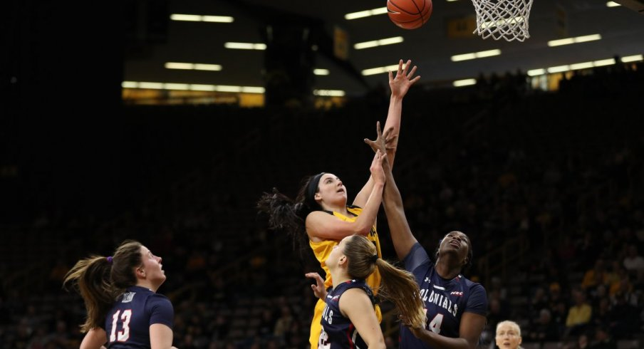 Iowa defeated Robert Morris thanks mainly to 32 points and 12 rebounds from Megan Gustafson